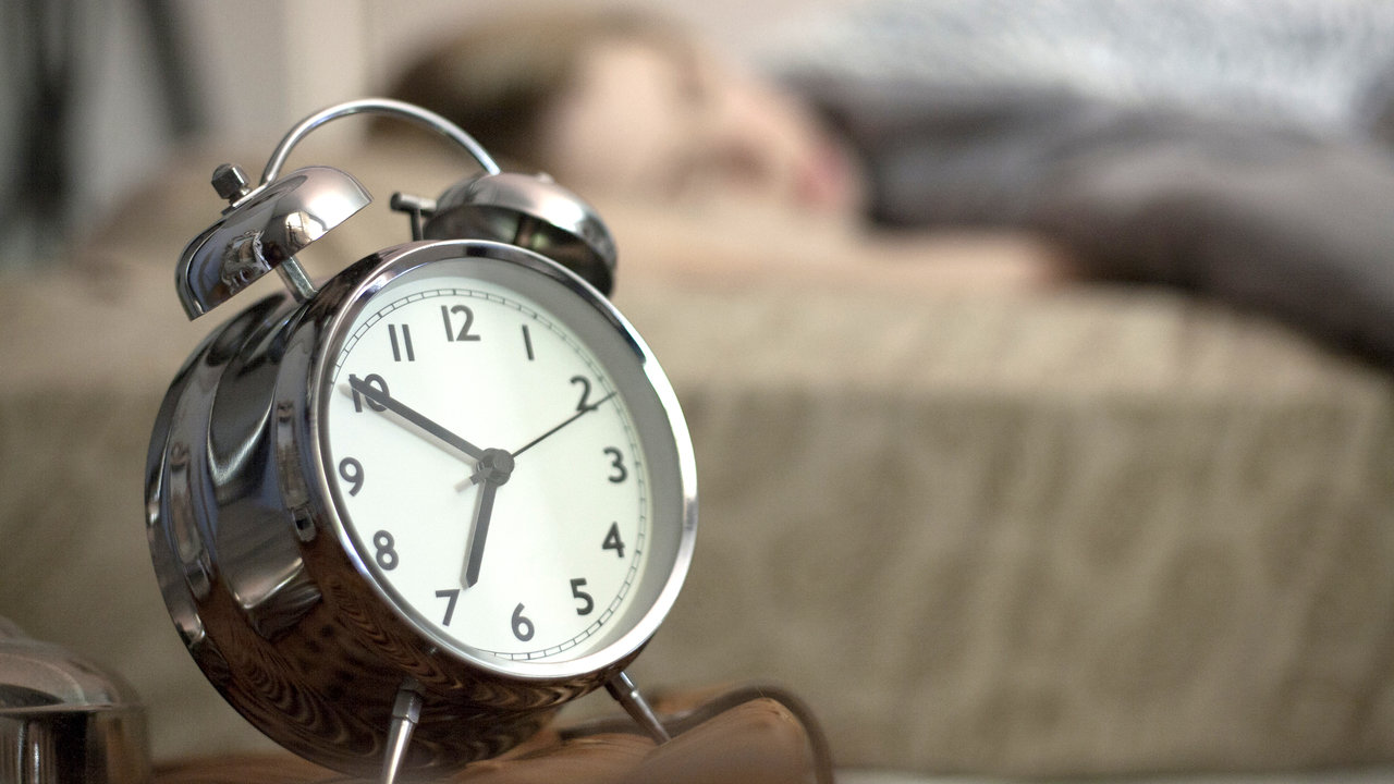 Teens have to wake up early for school, but it could have negative health effects