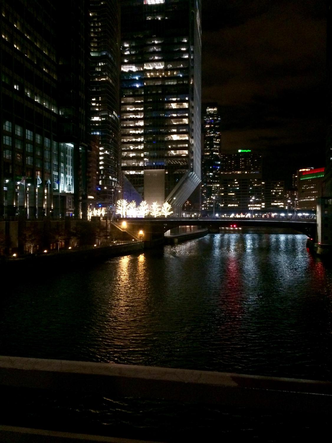 A night view overlooking the Chicago River
